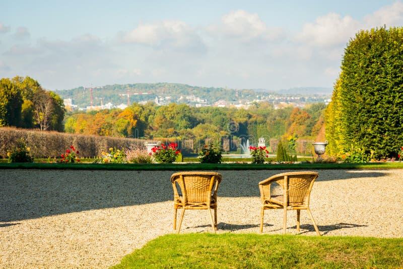 Несколько стулья на верхней части бдительности наблюдая landscap стоковые фотографии rf