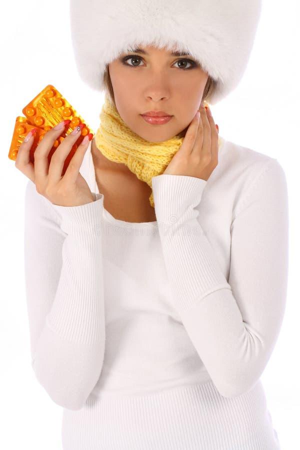 Несчастная девушка держащ таблетки в ее руке стоковые фото