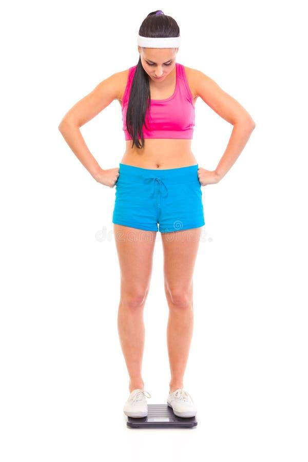 неудовлетворенный маштаб девушки пола стоя молод стоковое фото rf