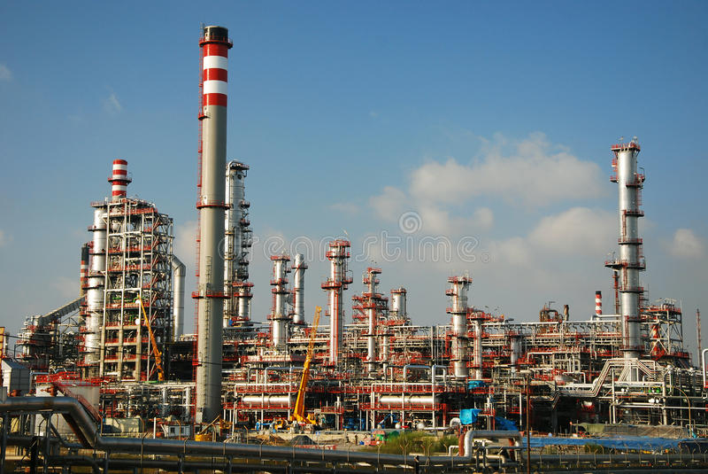 нефтеперерабатывающее предприятие большого газа фабрики промышленное стоковые изображения