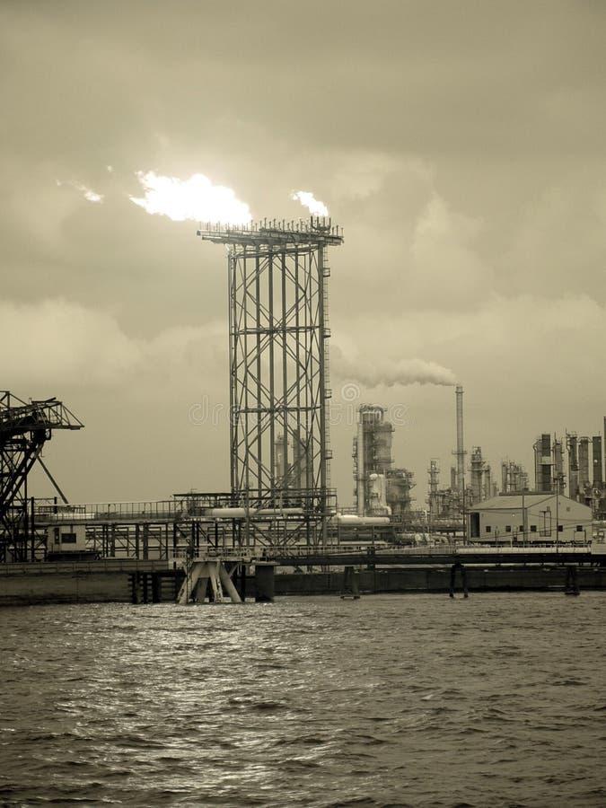 нефтеперерабатывающее предприятие стоковое фото