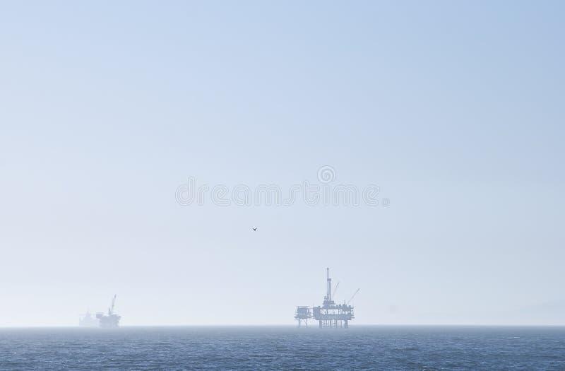 нефтяная платформа исследования стоковое изображение rf