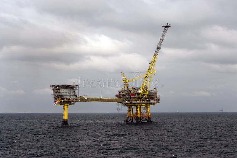 Нефтяные платформы в Северном море стоковое изображение rf