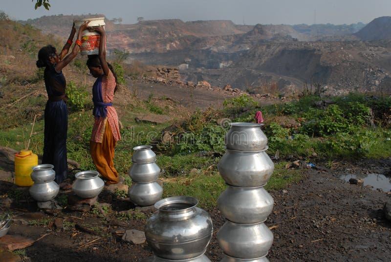 Нехватка воды в Jharia стоковые фото