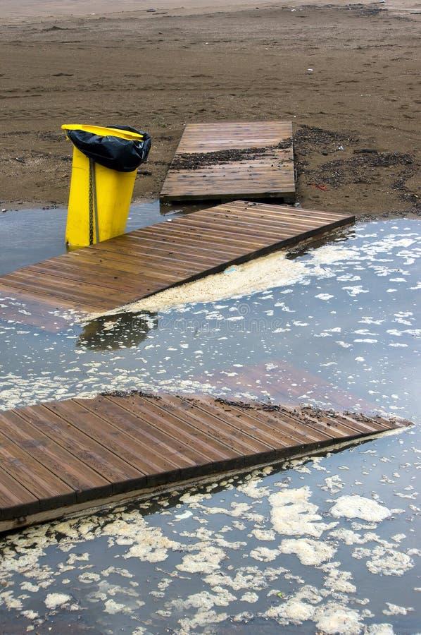 Нечистота должная к проливному дождю стоковая фотография