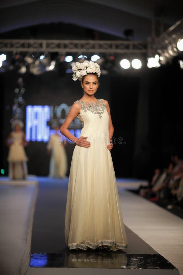 Неделя 2012 моды падения совету дизайна моды Пакистана (PFDC) стоковые фотографии rf