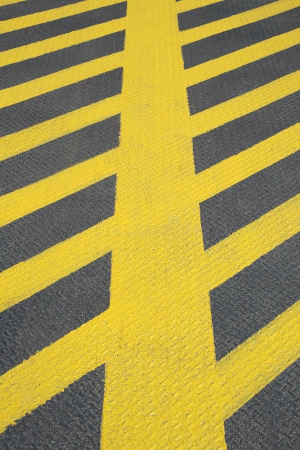 не маркировать никакой желтый цвет дороги стоянкы автомобилей стоковое изображение rf