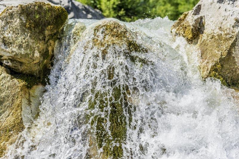 Недолгосрочная выдержка водопада стоковая фотография