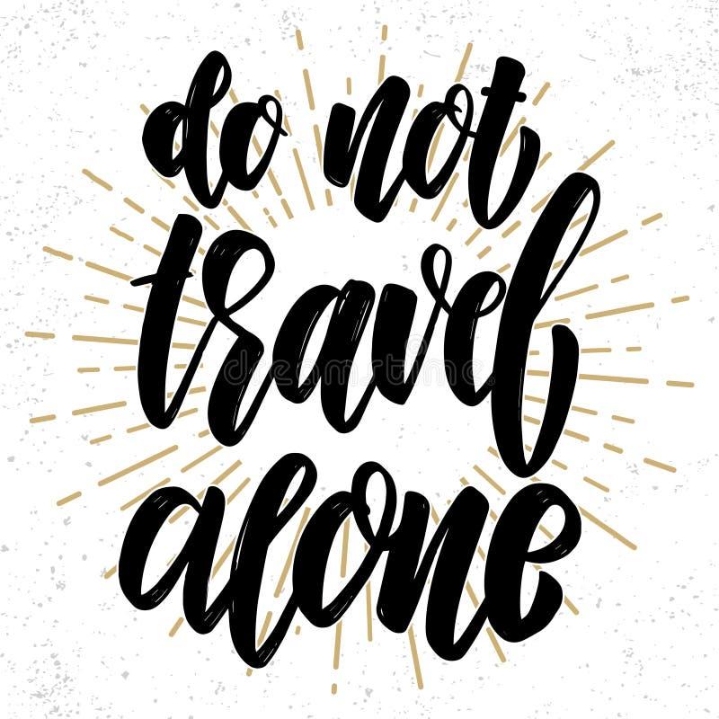 Не путешествуйте самостоятельно Нарисованная рука помечающ буквами фразу Элемент дизайна для плаката, поздравительной открытки, з стоковые фото