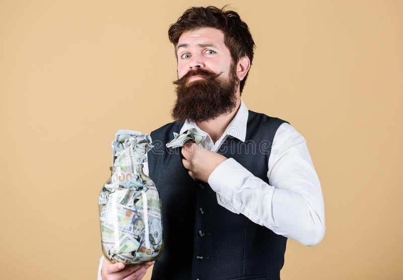 Не украдите не чем миллион Бизнесмен крадя бумажные деньги от стеклянного опарника Хипстер пряча американский доллар стоковые изображения