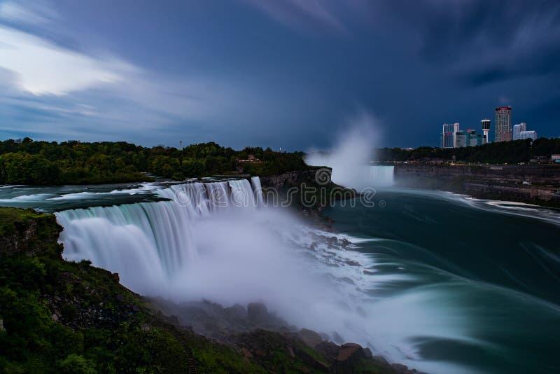 Ниагарский Водопад - водопады долгой выдержки - Нью-Йорк/Канада стоковое изображение rf