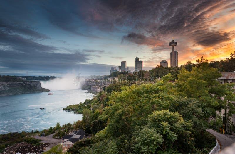 Ниагарский Водопад к ночь от Канады стоковые изображения