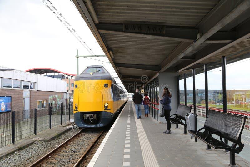НИДЕРЛАНДЫ - 13-ое апреля: Станция Steenwijk в Steenwijk, Нидерландах 13-ого апреля 2017 стоковое изображение