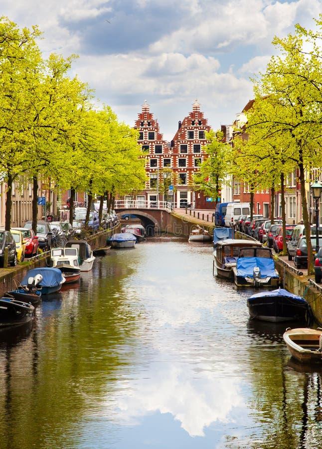 Нидерланды haarlem канала стоковые фото