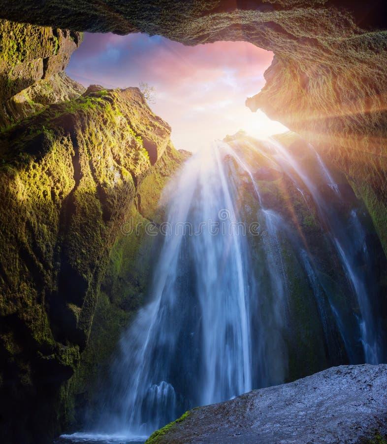 Нижний взгляд красивого водопада - Seljalandfoss стоковое изображение