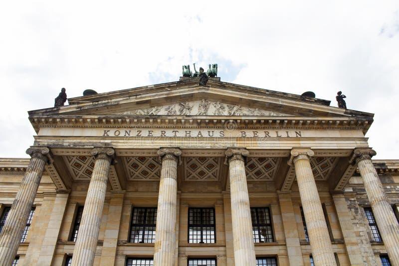 Нижний взгляд Konzerthaus & x28; house& x29 концерта; стоковое изображение rf