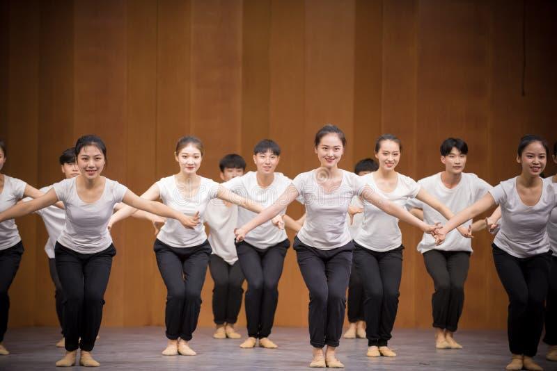 Низкая тренировк-национальная тренировка позиции танца стоковое изображение rf