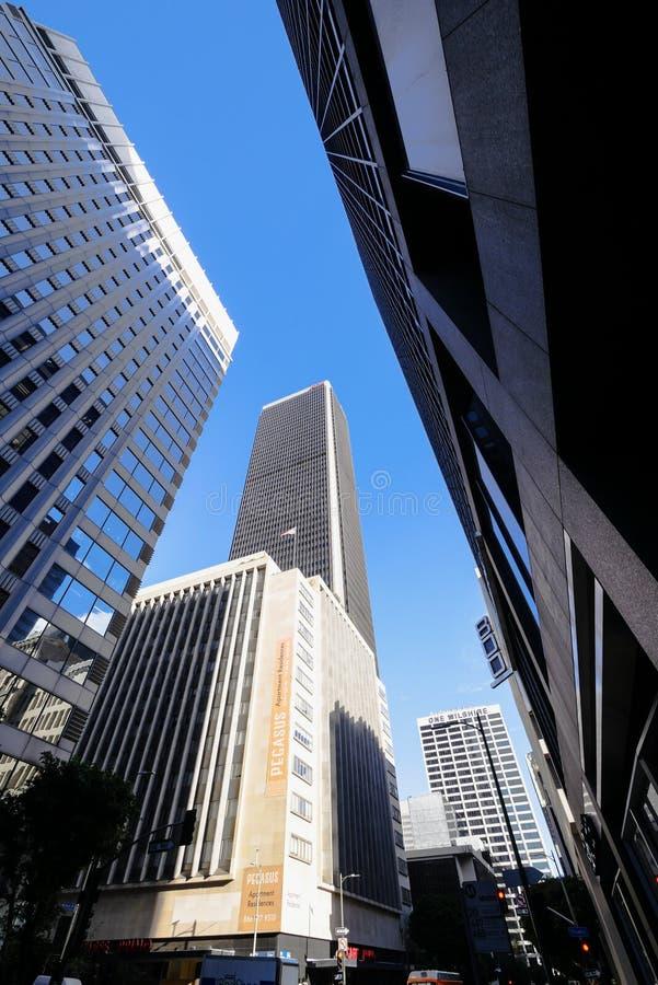 Низкая угловая съемка зданий Лос-Анджелеса городских стоковое фото