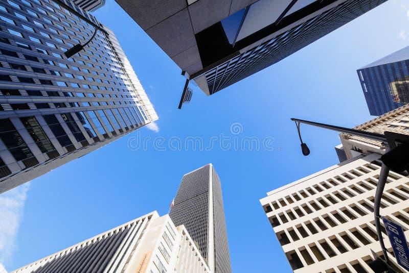 Низкая угловая съемка зданий Лос-Анджелеса городских стоковое изображение rf