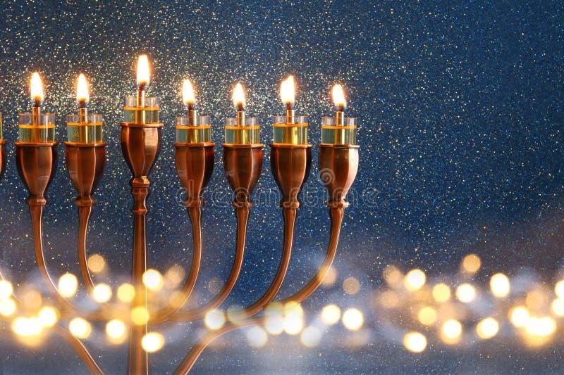 Низкое ключевое изображение еврейской предпосылки Хануки праздника стоковое фото rf