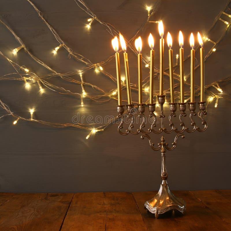 Низкое ключевое изображение еврейской предпосылки Хануки праздника