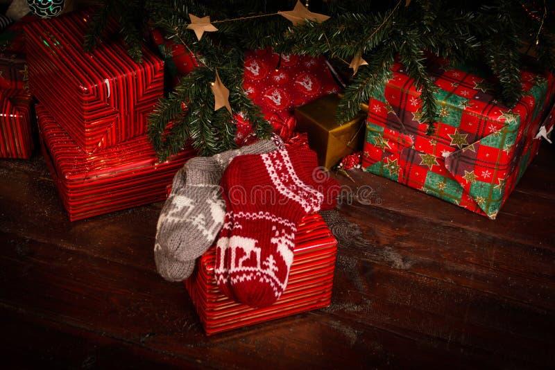 низкопробная картина конструкции цвета рождества socks вода стоковые фото