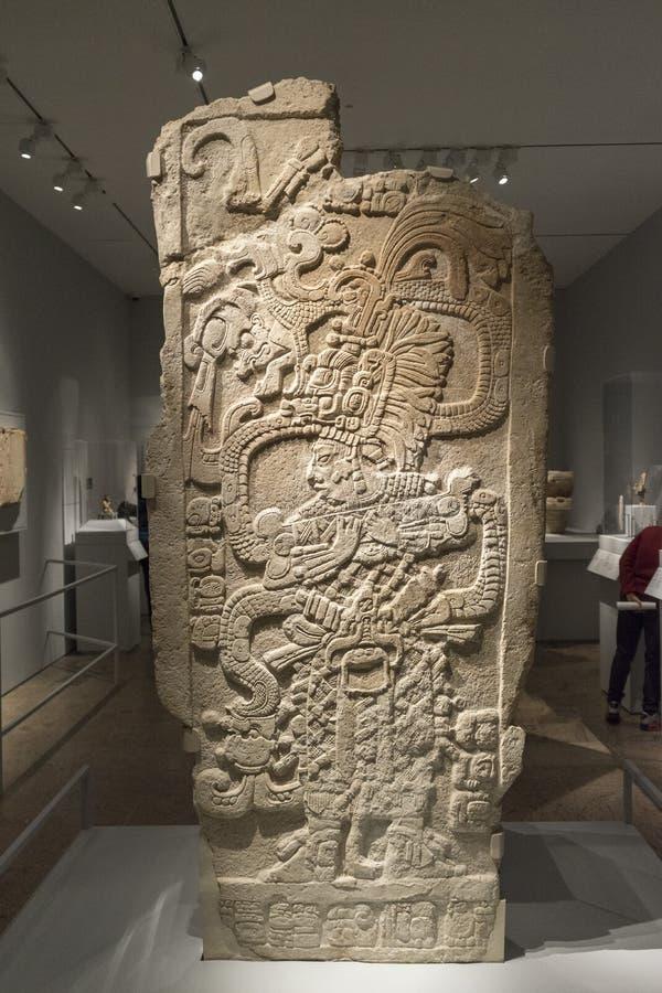 Низкопробный сброс майяский каменный высекать, искусство цивилизации Майя стоковые фото
