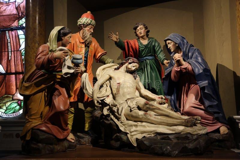 Низложение Христоса, Mary Magdalene, St. John, Иосиф Arimathea и девственницы скорб стоковые изображения rf
