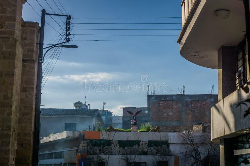 Никосия/Кипр - февраль 2019: Зона нечувствительности на Никосии, Кипре Близкий поднимающий вверх взгляд с деталями стоковая фотография rf