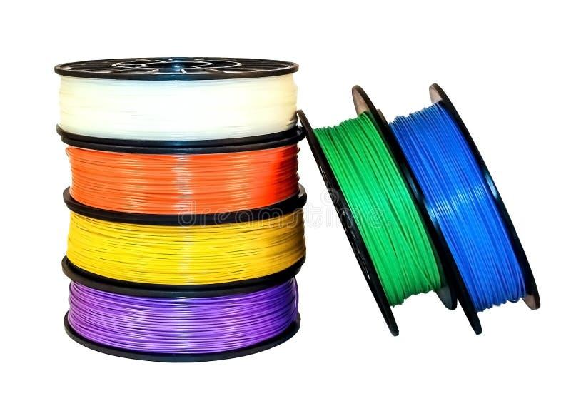 Нить для печатания 3d: 6 катушек термопластикового Цвета белизны, апельсина, желтого цвета, сирени, зеленых и голубых Изолировано стоковое изображение