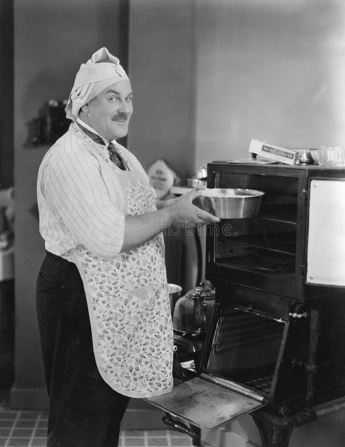Ничего как домашняя кухня (все показанные люди более длинные живущие и никакое имущество не существует Гарантии поставщика что та стоковые изображения rf
