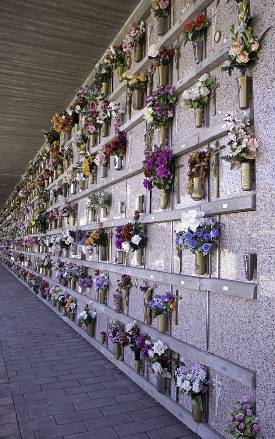 Ниши в кладбище стоковое изображение rf