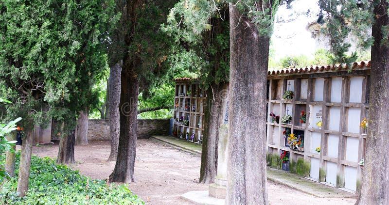 Ниши в кладбище Porqueres стоковое изображение rf