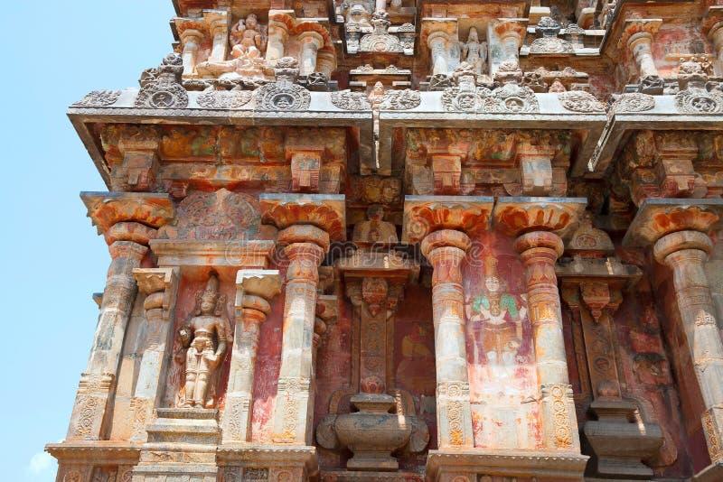 Ниши и kumbhapanjaras, южная стена, висок Airavatesvara, Darasuram, Tamil Nadu Взгляд от юга стоковое изображение rf