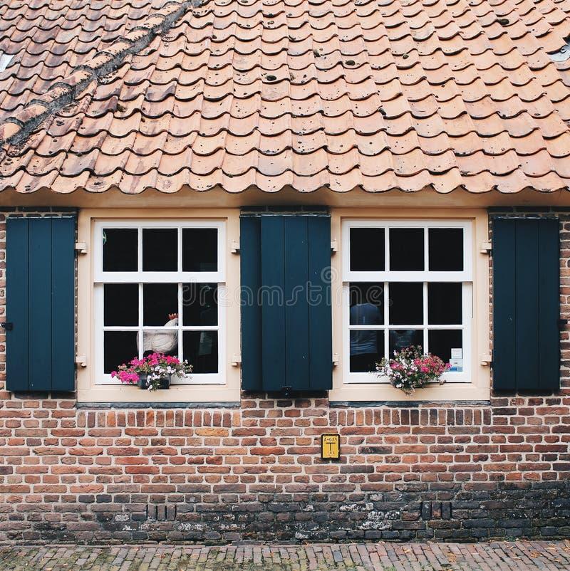 Нидерланды: дом в старом традиционном стиле голландца стоковые фото