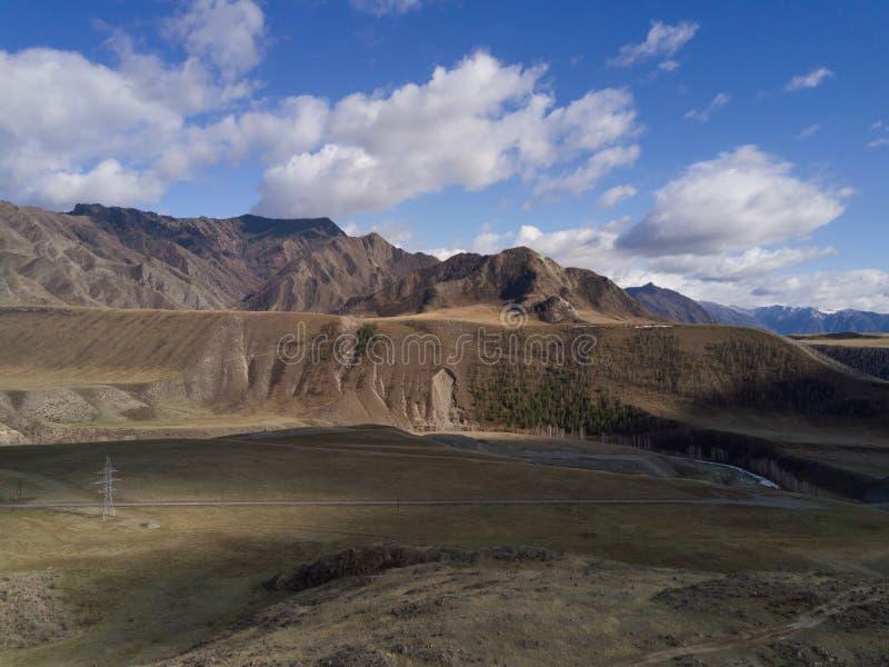 дни altai продолжают лето гор Красивейший ландшафт гористой местности Россия Сибирь стоковое фото