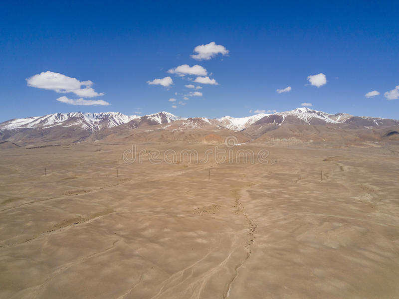 дни altai продолжают лето гор Красивейший ландшафт гористой местности Россия Сибирь стоковые изображения rf