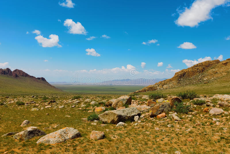 дни altai продолжают лето гор Красивейший ландшафт гористой местности Монголия стоковая фотография
