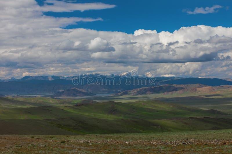 дни altai продолжают лето гор Красивейший ландшафт гористой местности Монголия стоковые фотографии rf