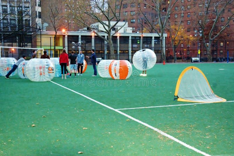 Download Новаторский футбол Манхэттен Нью-Йорк пузыря Редакционное Стоковое Изображение - изображение насчитывающей airbrush, смех: 81810774