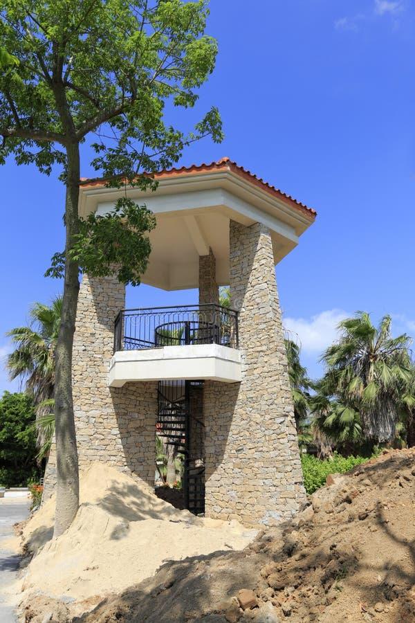Download Новая двухэтажная сторожевая башня Стоковое Фото - изображение насчитывающей город, coastline: 81814202