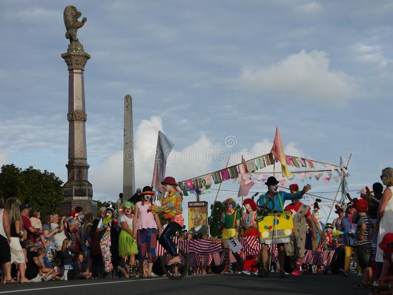 Новая Зеландия: группа клоуна парада рождества маленького города стоковая фотография rf