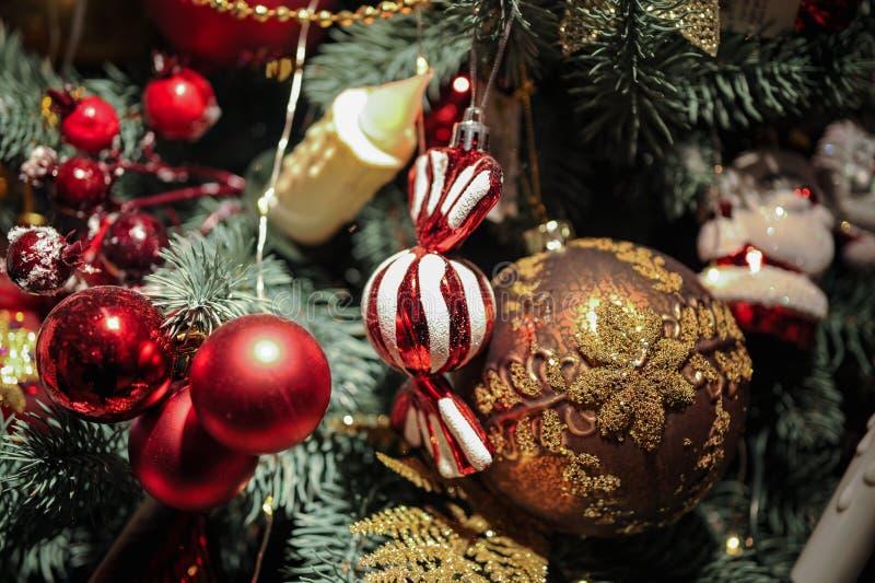 Новая идея для украшать рождественскую елку конфетой шариков игрушек испечет помадки стоковое фото