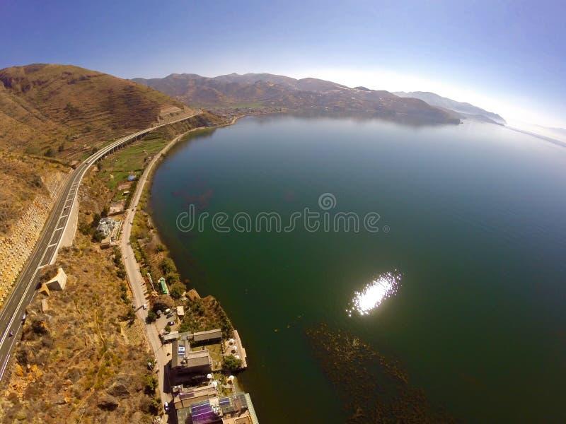 новая дорога вокруг озера Erhai стоковые фотографии rf