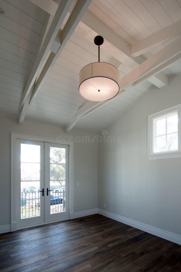 Новая современная домашняя внутренняя пустая спальня стоковая фотография rf