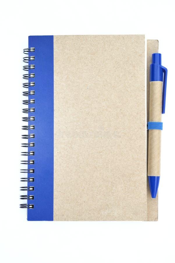 Новая тетрадь с голубой ручкой стоковое изображение rf