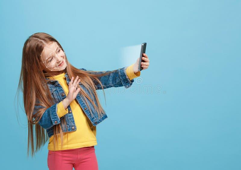 Новая технология распознавания лиц на полигональной решетке стоковая фотография