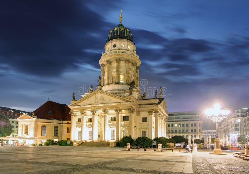 Новая церковь (Dom Deutscher или немецкий собор) на Gendarmenmarkt стоковая фотография