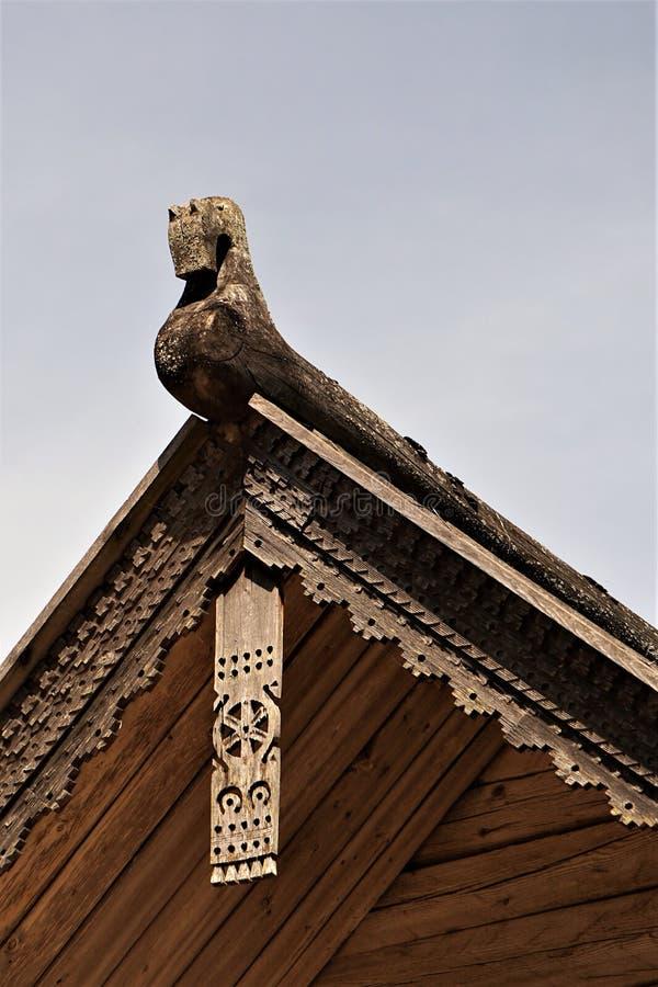 Новгород может декоративный элемент 2018 крыши старого дома стоковые фото