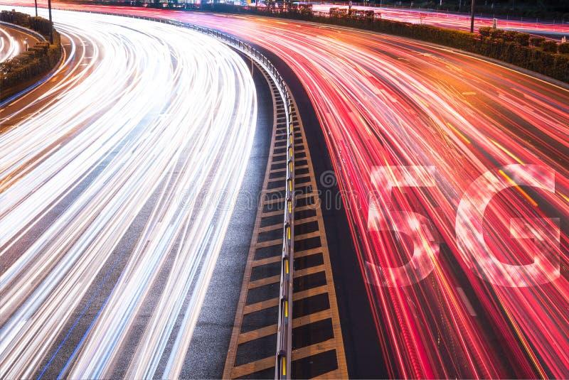 новое беспроволочное соединение wifi интернета 5G на свете автомобилей отстает стоковое фото rf